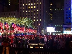 Am Rockefeller Center verfolgen vor allem Touristen die Wahl. Bildquelle: Julia Wester